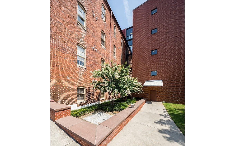 Dan River Crossing Apartments Courtyard