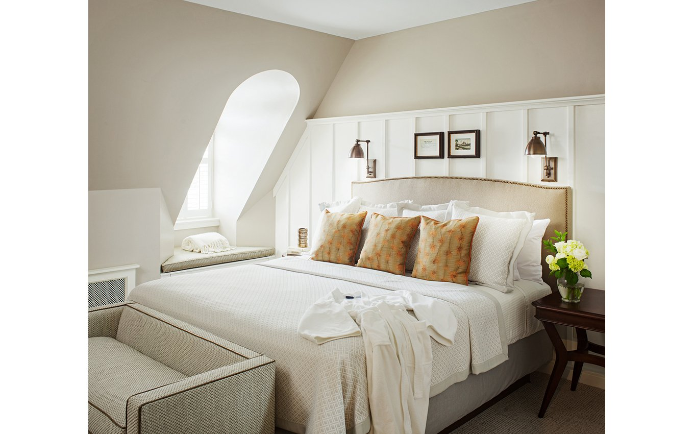 Graylyn Guestroom with bed